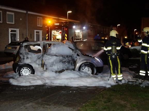 Auto volledig uitgebrand in Drunen