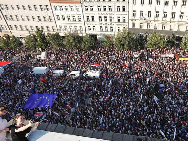 Tsjechische 'piratenjeugd' protesteert in Praag tegen miljardair-premier Babis