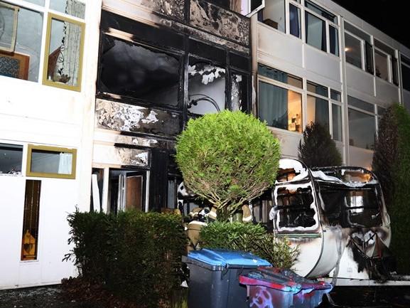 Caravanbrand slaat over, huis in Uden zwaar beschadigd