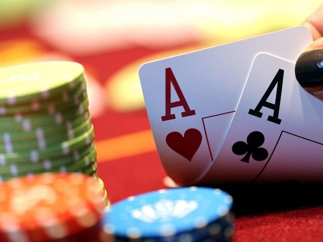 Computer verslaat vijf professionals aan tafel in pokerspel Texas Hold 'em