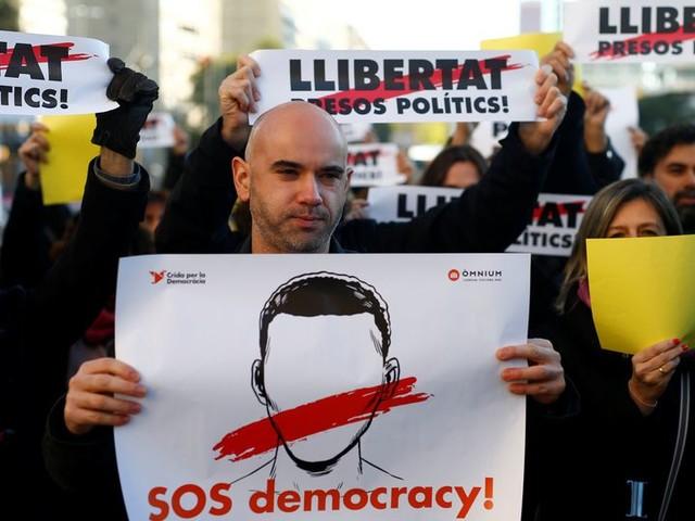 Grote partijen gaan gelijk op in beladen Catalaanse campagne