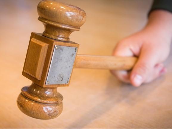 OM eist vijf jaar cel en tbs voor aanslag op ex-vrouw bij tankstation in Enschede
