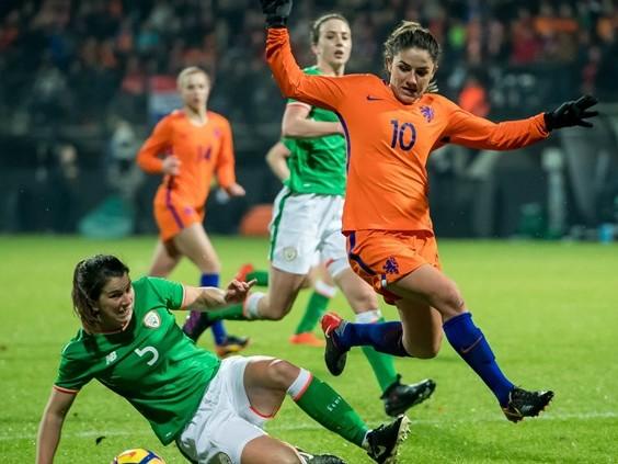 Oranje Leeuwinnen verliezen oefenduel met Spanje