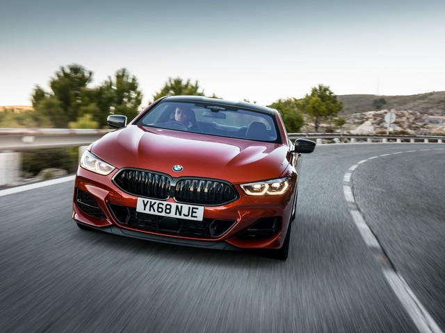 Video: BMW M850i xDrive Goes for a Magny-Cours Lap