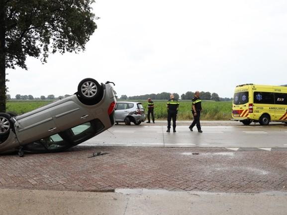 Man had net zijn nieuwe auto opgehaald toen hij over de kop sloeg: 'De auto ligt nu op de sloop'