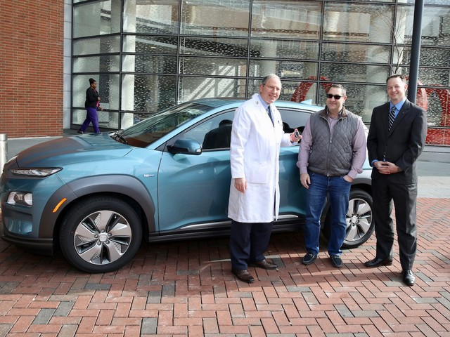 Hyundai delivers the first 2019 Kona Electric
