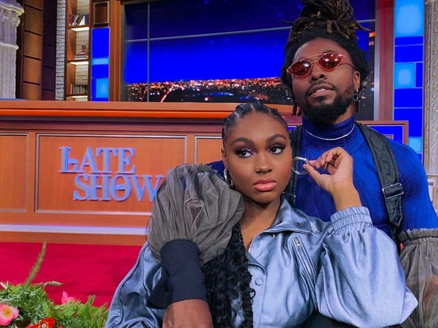"EarthGang's Olu & Tiana Major9 Perform ""Collide"" On 'The Late Show'"
