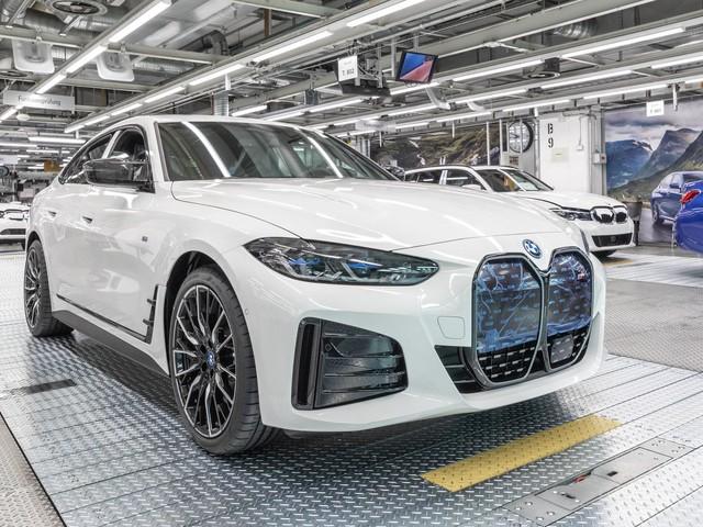 BMW i4 production kicks off at Munich Plant