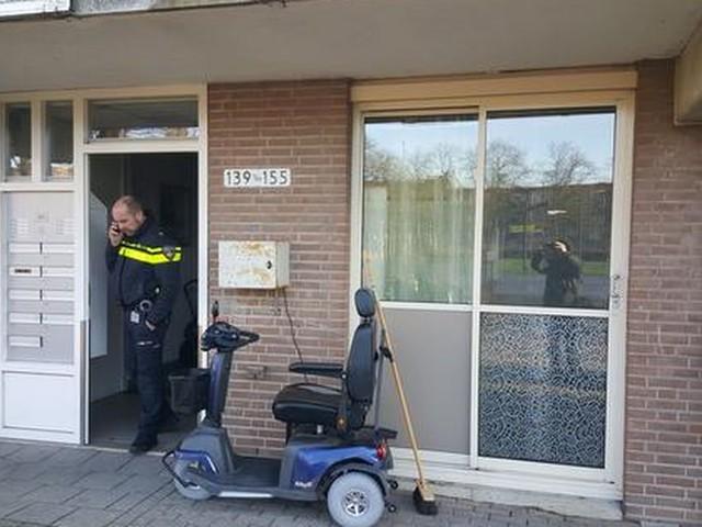 Zwaargewonde man in Amsterdamse woning later overleden