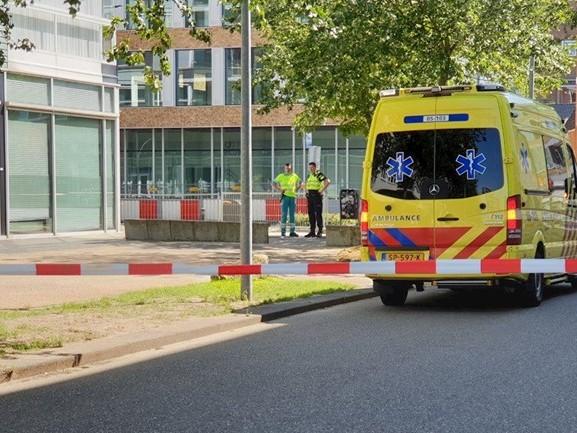 Persoon dood aangetroffen op straat in Hengelo, politie doet onderzoek