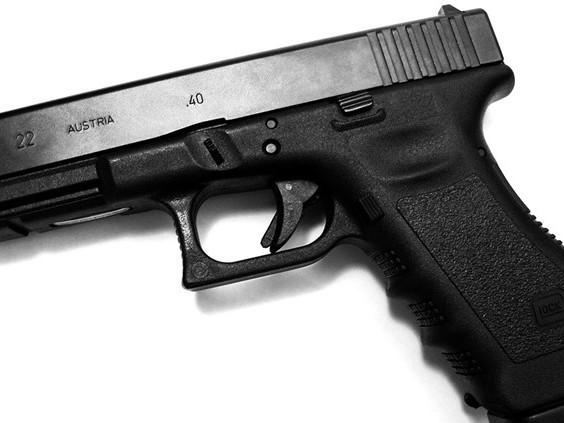 Politie trekt wapen bij aanhouding duo in Tilburg