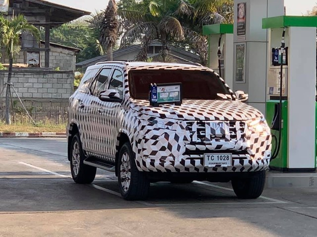 Toyota Fortuner Facelift Spied For The First Time