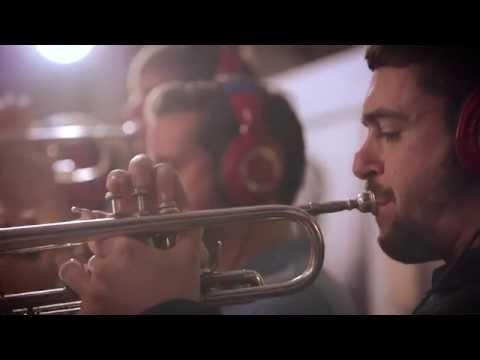 Rotterdammer speelt voor miljoenenpubliek op Braziliaans carnaval: 'Dit is waar ik het voor doe'