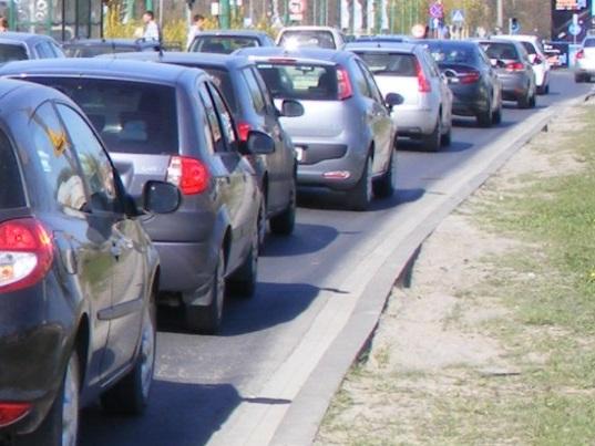 Polacy wyjeżdżają na weekend. Czeka na nich zakorkowana S3. Sytuacji na drogach nie ułatwiają... pseudokibice