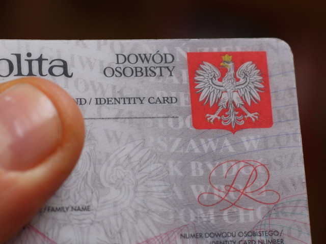 Numery dowodów, numery PESEL, adresy Polaków widoczne dla każdego w internecie