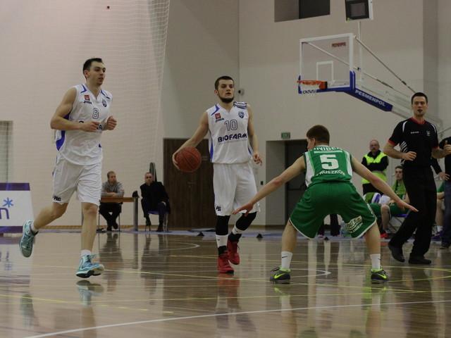 Koszykówka: Męska gra z wiceliderami, derby kobiet w Ostrowie