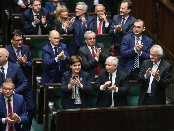 """Brytyjski """"The Observer"""" także krytykuje PiS. """"UE musi zatrzymać ucieczkę Polski od demokracji"""""""