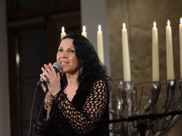 Koncert bez publiczności w Poznaniu. Izabella Tarasiuk zaśpiewała w Akademii Lubrańskiego w ramach Dnia Judaizmu