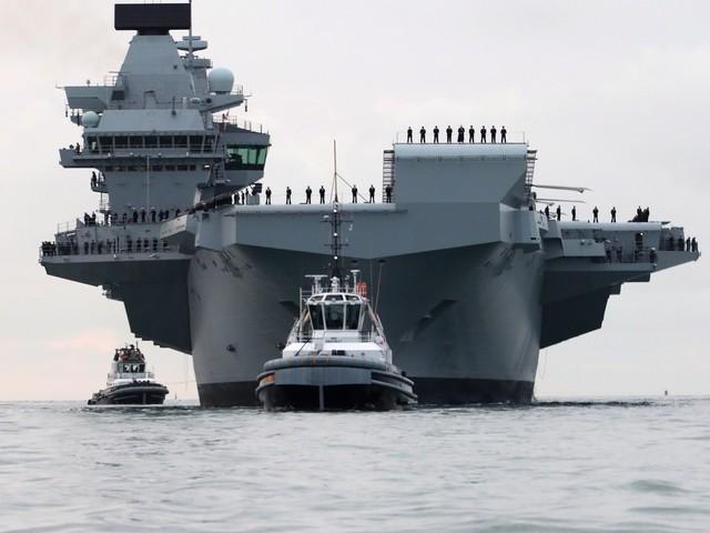 Lotniskowiec Queen Elizabeth pierwszy raz zawinął do bazy