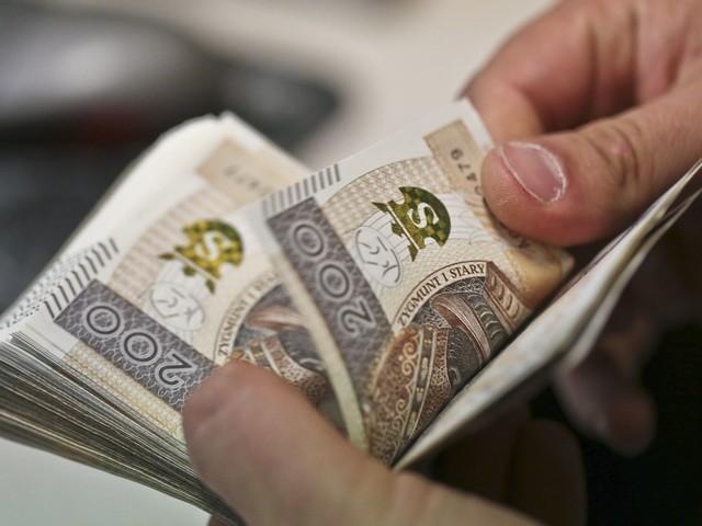 Niszczył banknoty i wymieniał w NBP. Jest akt oskarżenia ws. wyłudzenia 110 tys. zł