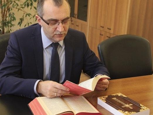 Burmistrz Radzionkowa przetłumaczył Nowy Testament na śląski