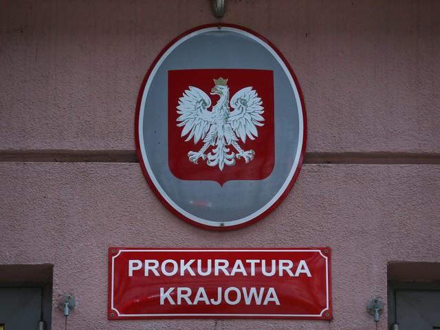 Ekshumacja ciała 39. ofiary ze Smoleńska. Śledczy na cmentarzu w Bydgoszczy
