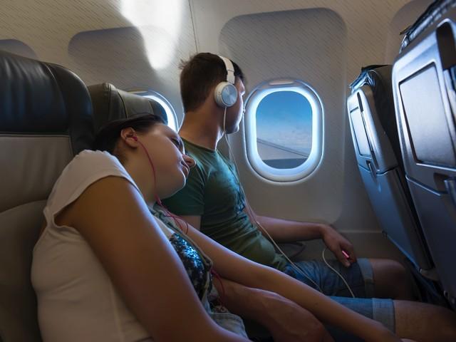 Przy oknie czy przy przejściu? Wybór fotela w samolocie mówi o tobie więcej niż myślisz