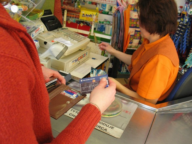 Ukraińcy w Polsce. Za mniejszą pensję godzą się na więcej niż Polacy