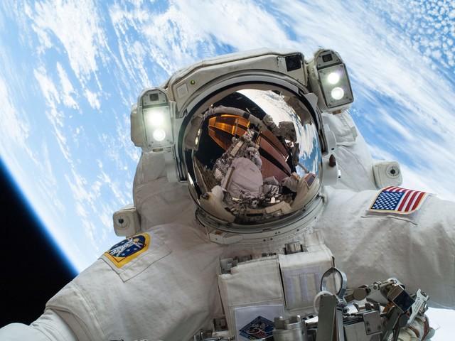 Amerykanie z siłami kosmicznymi? Na przeszkodzie stoi biurokracja