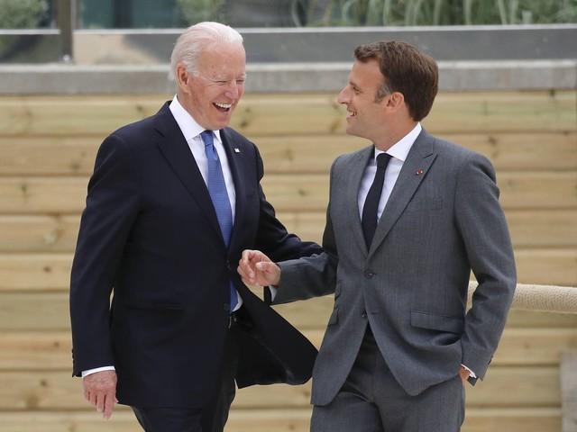 Biden chce rozmawiać z Macronem o kryzysie dyplomatycznym