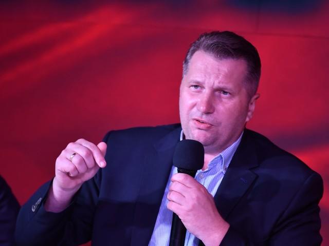 """Minister Czarnek przygotował priorytety na nowy rok szkolny. Jego doradca mówi o """"cnotach niewieścich"""""""