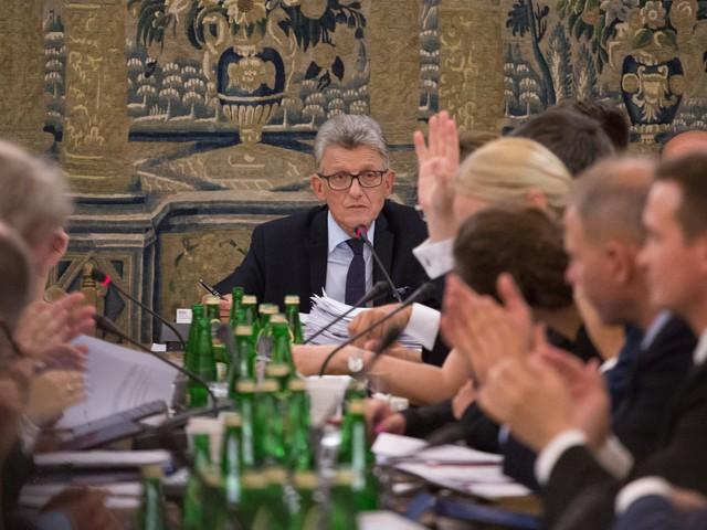 Stanisław Piotrowicz z PiS przeforsował ustawę o SN. Zapomniał już jak chwalił sąd?