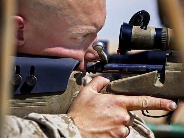 Najlepszy snajper świata: trafił bojownika ISIS z odległości 3540 metrów!