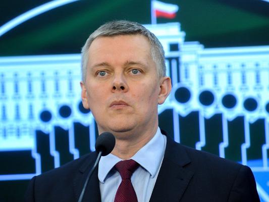 """Bartłomiej Misiewicz wzywa generałów """"na dywanik""""? Tomasz Siemoniak odsłania kulisy MON"""