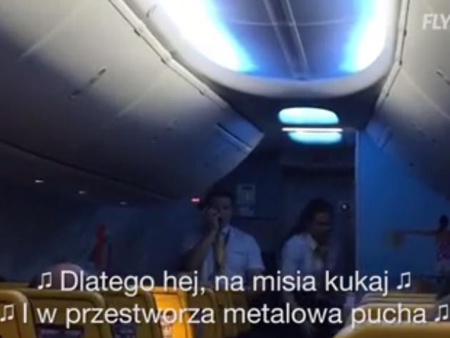 Nie ma nic gorszego niż opóźniony lot. Steward Ryanaira tak pocieszał pasażerów