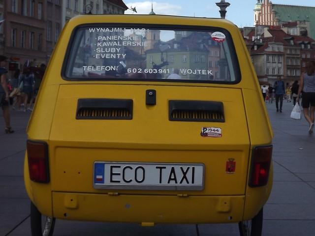 """Nietypowy """"maluch"""". Jeździ po Warszawie bez paliwa"""