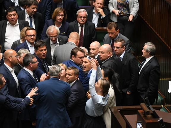 Przepychanki w Sejmie. Tarczyński zaatakował Gajewską?