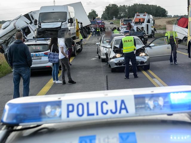 Długi weekend na drogach: w 292 wypadkach zginęło 21 osób