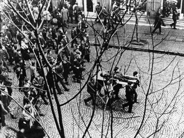 Premier Morawiecki w Gdyni: tamta krew nie była na darmo (krótka2)