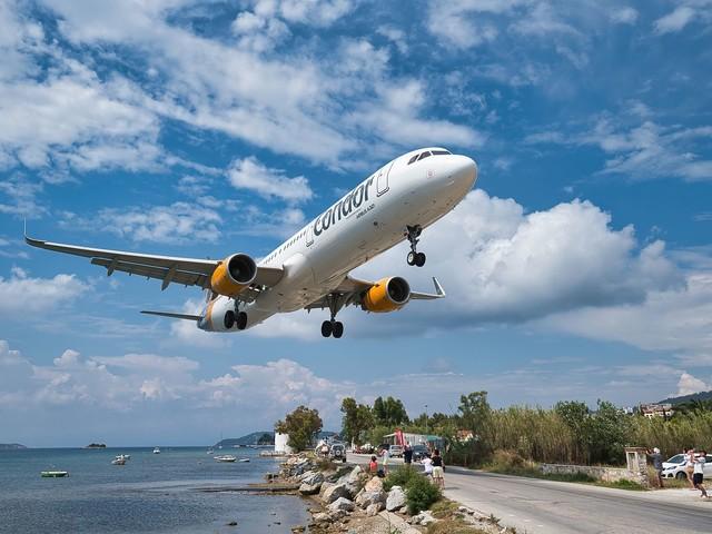 Najbardziej niesamowite lotniska w Europie. Takiego lądowania długo nie zapomnisz