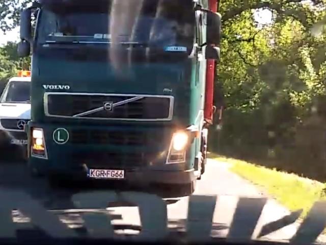 #dziejesiewmoto: zawodowy kierowca wymusza pierwszeństwo