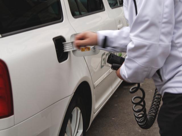 Auta na prąd. 15 modeli aut elektrycznych i 27 hybryd plug-in w stałej ofercie dilerów