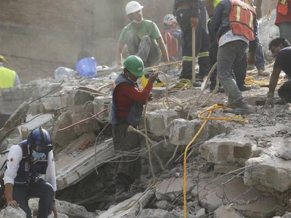 Dziewczynka uratowana z zawalonej podstawówki. 24 godziny leżała pod gruzami