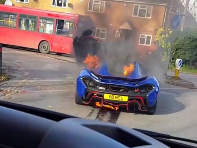 Tak płonie McLaren za 7 mln zł. Jeden z najrzadszych samochodów zniszczony