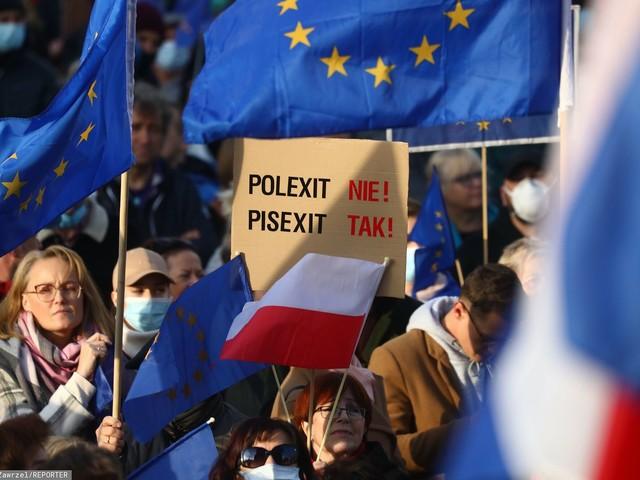 """""""Zostajemy w Europie!"""". Kilkadziesiąt manifestacji w całej Polsce"""