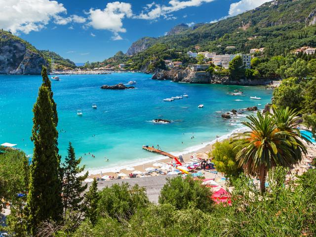 Najlepsze hotele z własną plażą lub w pierwszej linii brzegowej na Korfu