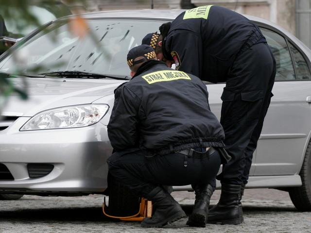 Opłaty za parkowanie w płatnych strefach tylko na wyznaczonych miejscach