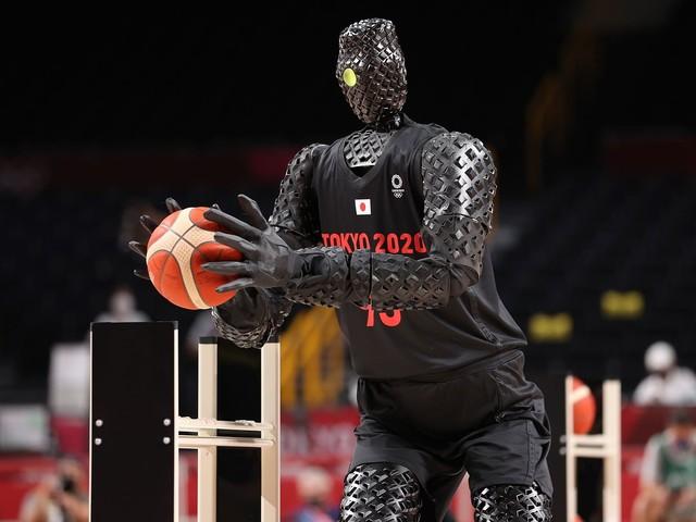Robot grający w koszykówkę na Igrzyskach Olimpijskich w Tokio. Czy to dziwne?