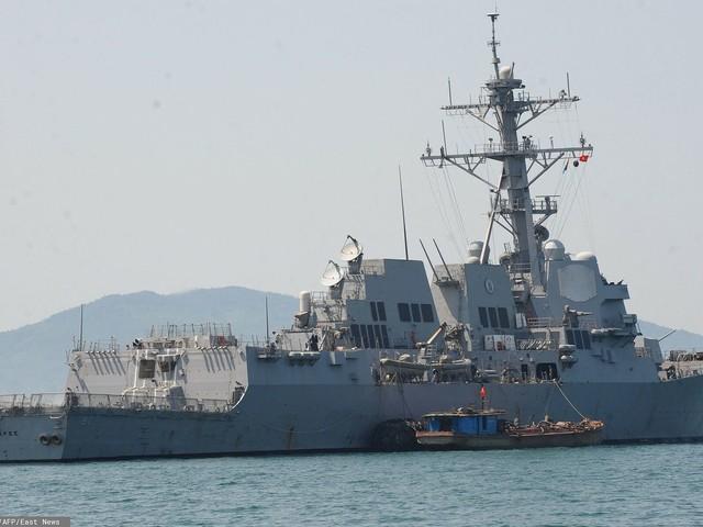 Okręt USA na Morzu Japońskim. Został przepędzony przez Rosjan