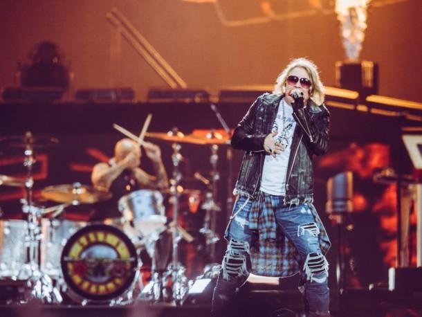 Burza przerwała koncert Guns N' Roses. Po półtorej godziny muzycy wrócili z niesamowitym gościem